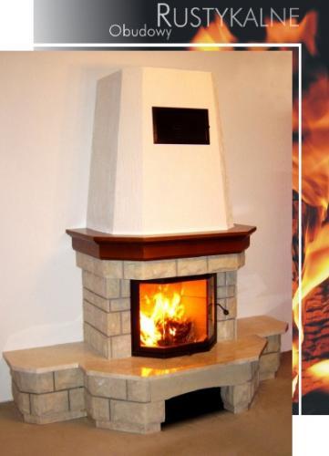 kominek rystykalny z drewnianą belką